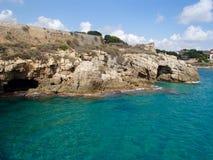 Acantilados y cuevas de Tarragona Fotografía de archivo libre de regalías