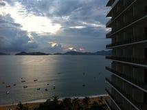Acapulco, das Meer in einem Hotel am Abend übersehend Lizenzfreies Stockfoto