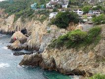 Acapulco klippor och hus royaltyfri foto