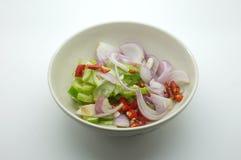 Acar, Ajat, islamischer Salat, in Essig eingelegtes Gemüse des Essigs für das gegrillte Schweinefleisch satay Stockfotografie