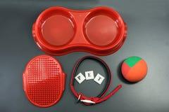 Acaricie los accesorios del concepto rojo en fondo negro Fotografía de archivo libre de regalías