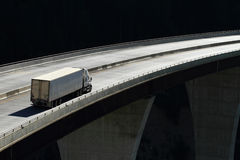 Acarree en un puente de alto nivel 01 Fotos de archivo