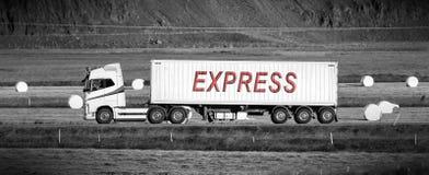Acarree la conducción con una zona rural - exprese imagen de archivo libre de regalías