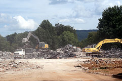Acarree ser cargado durante trabajo de demolición Foto de archivo