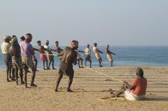 Acarreo en redes de pesca fotografía de archivo libre de regalías