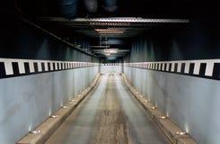 Accédez à un garage souterrain Photos libres de droits