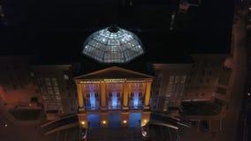 Accademia dell'acquerello e delle belle arti a Mosca alla notte, aerea stock footage