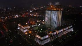 Accademia delle scienze russa a Mosca, vista aerea di notte archivi video