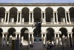 Accademia Di Brera binnenplaats in Milaan royalty-vrije stock afbeelding