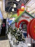 Accademia di Elf di festa ad un centro commerciale nella Virginia immagine stock libera da diritti
