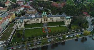 Accademia di Straka, akademie di Strakova, Vltva, vista aerea, giardino di Letna, Praga video d archivio