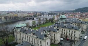 Accademia di Straka, akademie di Strakova, Vltva, vista aerea, giardino di Letna, Praga archivi video