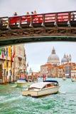 ` Accademia Grand Canal - und Ponte-engen Tals Lizenzfreie Stockfotos