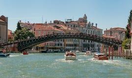 ` Accademia Ponte-engen Tals Lizenzfreie Stockfotos