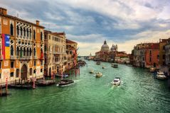 ` Accademia, Venedig-Kanäle Italien Ponte-engen Tals Lizenzfreie Stockfotos