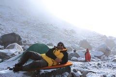 Accampamento di alpinismo Fotografia Stock