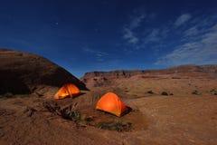 Accampandosi al canyon di riflessione, Utha, U.S.A. Immagini Stock