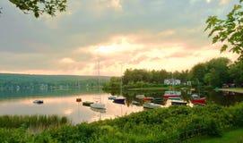 Accampandosi nel lago del bacino Fotografie Stock