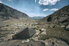Accampandosi nella sierra Nevada Mountains Fotografia Stock Libera da Diritti