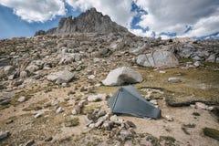 Accampandosi nella sierra Nevada Mountains Immagini Stock Libere da Diritti