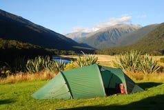 Accampandosi in Nuova Zelanda Fotografia Stock