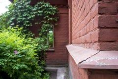 Accantoni la vecchia costruzione dei mattoni rossi Fotografia Stock