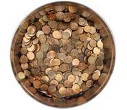 Accatasti le monete di rame russe in un contenitore rotondo di latta Immagine Stock