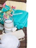 Acccessoires del baño con la vela del aroma Imágenes de archivo libres de regalías