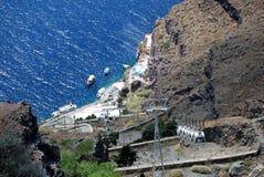 Accedi a al bacino in cabina di funivia in Fira Santorini Gree immagini stock