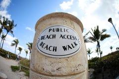 Accedi alla spiaggia pubblica immagine stock