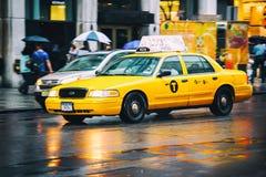 Accelerazione del taxi Immagini Stock