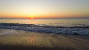 Accelererad reproduktion av soluppgång på havet lager videofilmer
