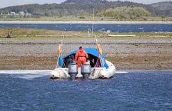 Acceleri la barca al Estancia Harberton in Tierra del Fuego, la Patagonia, Argentina fotografie stock