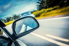 Acceleri la guida di veicoli all'alta velocità sulla strada vuota Fotografia Stock