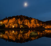 Accenda il paesaggio di autunno nella penombra a Korankei, Giappone Fotografia Stock Libera da Diritti