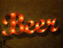 Accenda il segno della birra dice il tempo di bere Fotografia Stock Libera da Diritti