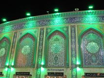 Accendendosi al santuario santo di Abbas Ibn Ali, Kerbala, Irak alla notte fotografia stock libera da diritti