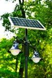 Accendendosi con l'energia solare Immagini Stock