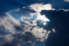 Accendendosi nel cielo fotografie stock