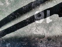 accendendosi sul vecchio pavimento di calcestruzzo Fotografia Stock Libera da Diritti