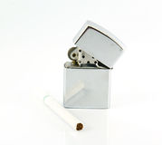 Accenditore e sigaretta. Fotografia Stock