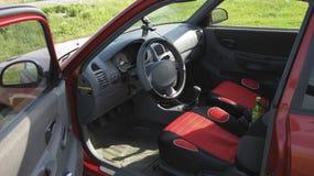 Accent de Hyundai de voiture de la 2ème génération dans les performances d'un coupé de trois-porte moteur diesel de Trois-cylindr Photos libres de droits