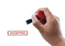 accepterad rubber stämpel för hand håll arkivfoto