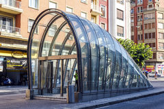Acceso al diseño modernista del metro en Bilbao España Fotografía de archivo libre de regalías
