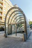 Acceso al diseño modernista del metro en Bilbao España Foto de archivo libre de regalías