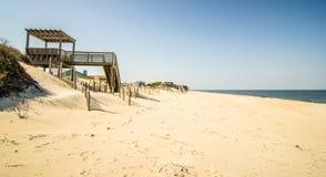 Acceso costero a la playa imagenes de archivo