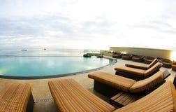 Acceso de lujo de la piscina del infinito - de - España Trinidad Fotos de archivo libres de regalías