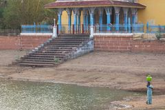Acceso de un abastecimiento de agua local en Tamil Nadu Foto de archivo