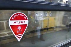 Acceso de Wi-Fi en el uderground de Moscú Imagen de archivo libre de regalías