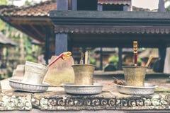 Accesorio del hinduism del budismo en un templo del balinese Isla de Bali, Indonesia Foto de archivo libre de regalías